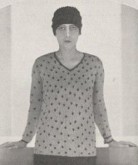 sweater Schiaparelli, Vogue february 1927. Photo by Hoyningen-Huene