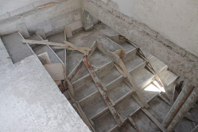Gradas fundidas alexina2 cimentaciones estructura for Grada escalera