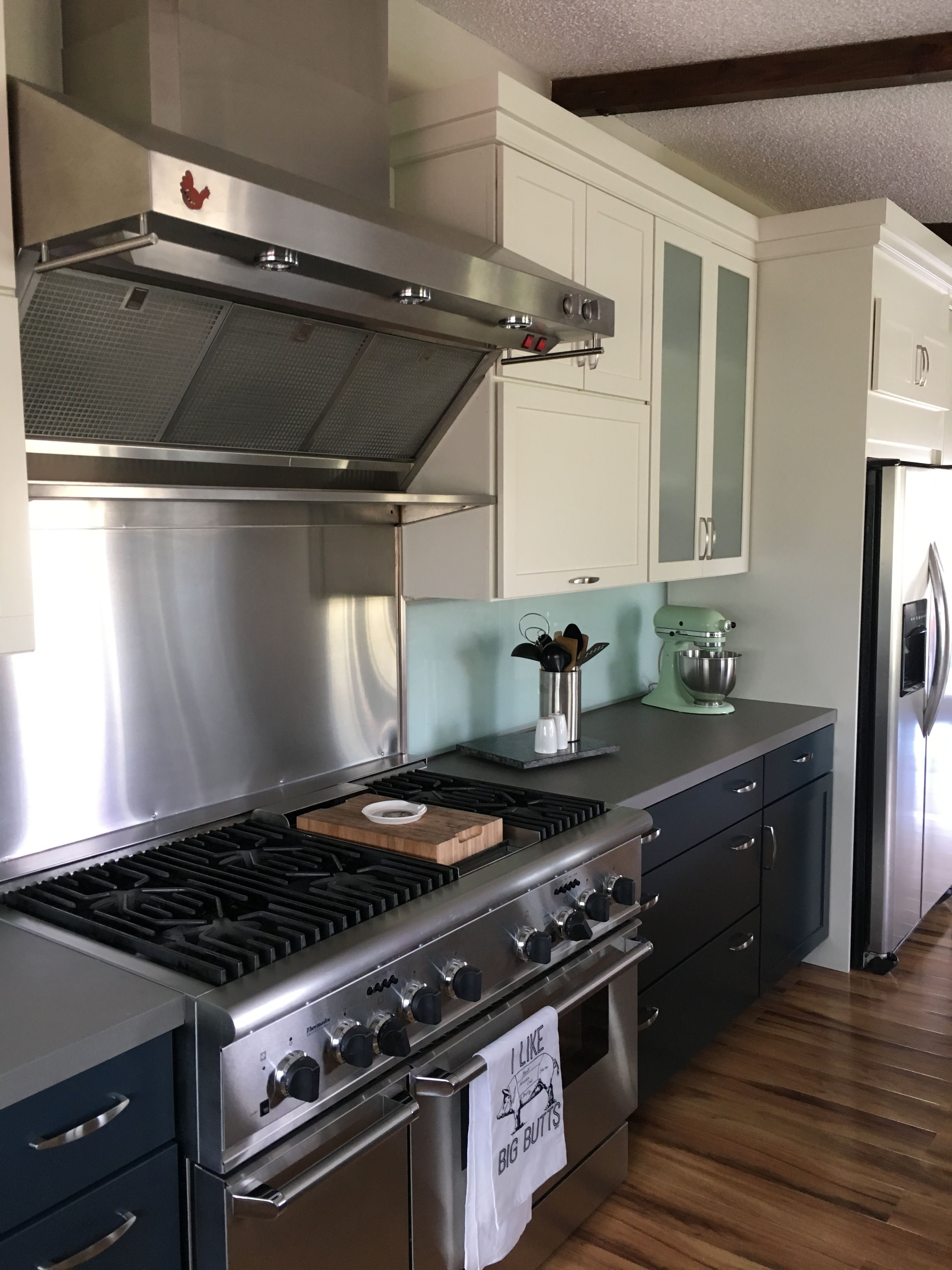 Thermador Range With Ge Monogram Series Hood Diamond Coconut Color Upper Cabinets Diamond Maritime Color Cream Kitchen Cabinets Low Cabinet Upper Cabinets