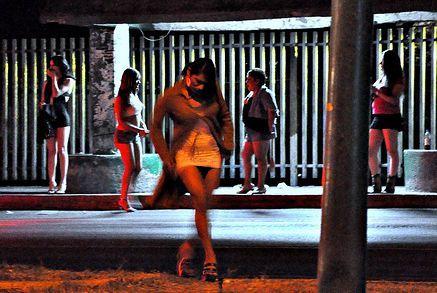 Teen girls Cancun