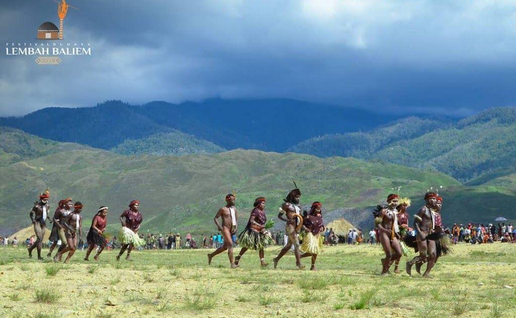 27 Gambar Pemandangan Alam Asli Yang Indah 19 Destinasi Wisata Alam Di Papua Yang Tak Kalah Indah Dari Download Gambar Di 2020 Pemandangan Fotografi Pantai Pantai