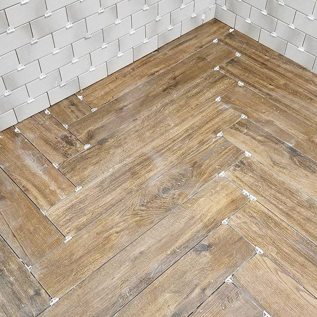 Floor Is In Herringbone Pattern In A 6 X 36 Wood Plank Tile Looking Good So Far Remodeling Tile Herr Wood