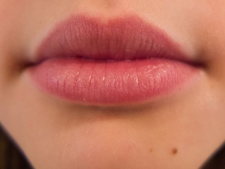 how to hide a cold sore on your lip