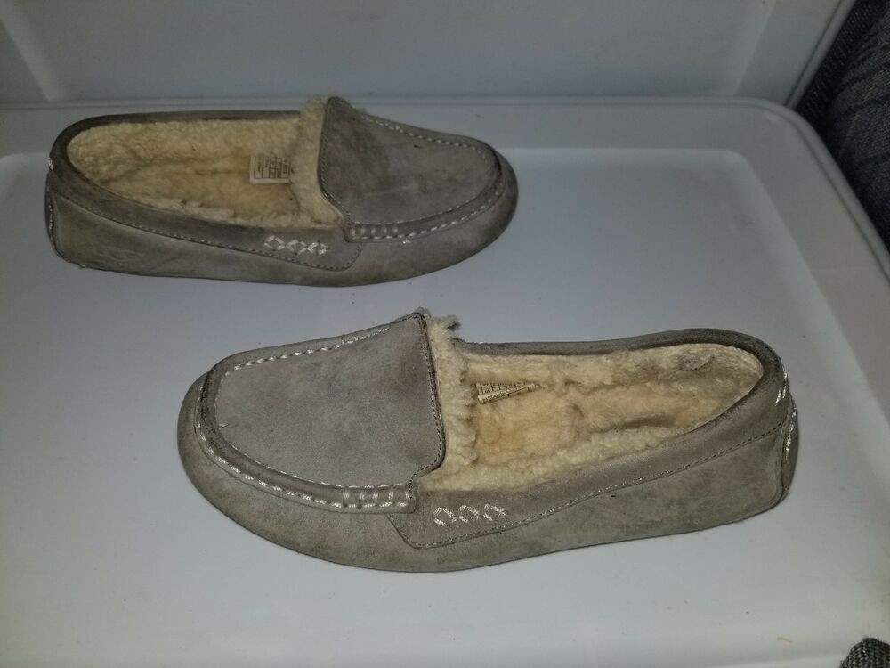 bd16c86104c Ugg Australia Womens Moccasin Slippers Size 6m Well Worn Preloved ...
