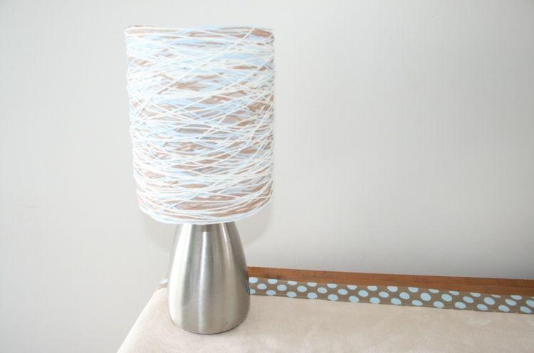 Mit Schnur basteln und einen bunten Lampenschirm gestalten