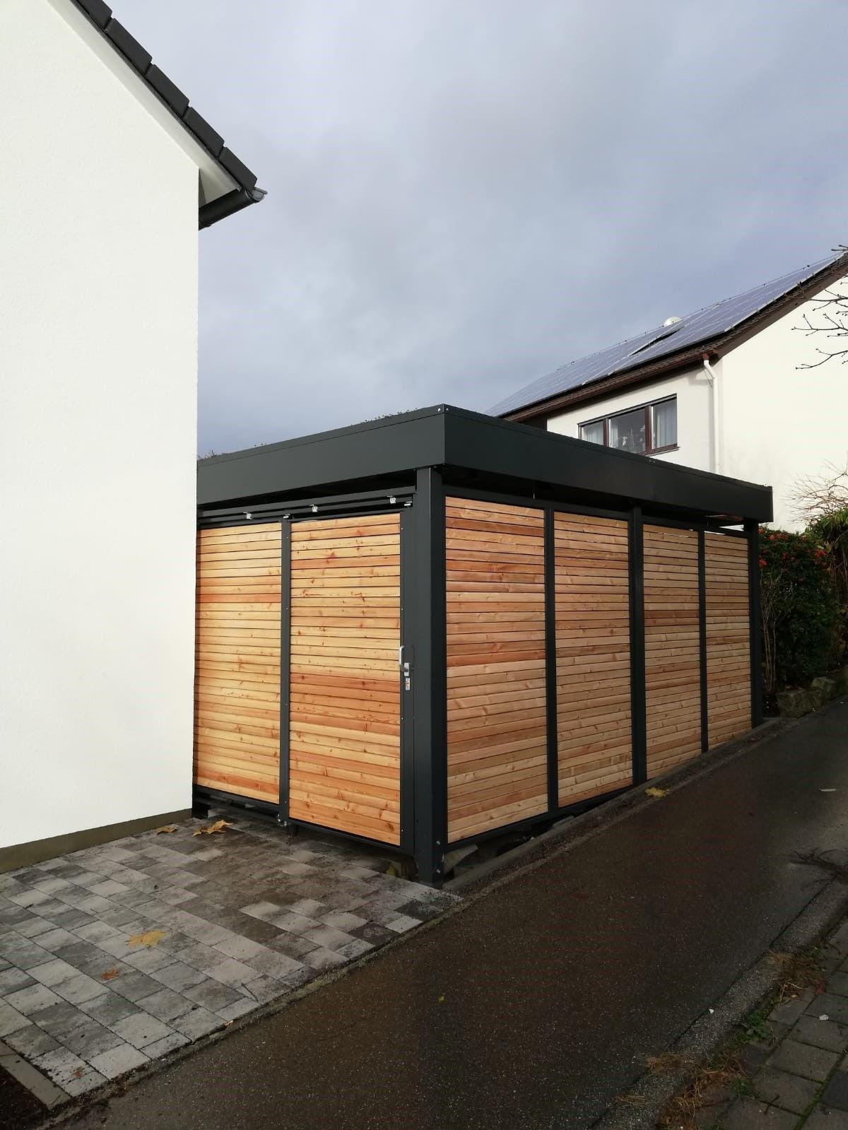Gerätehaus mit Schiebetür und blickhemmender Holzlattung