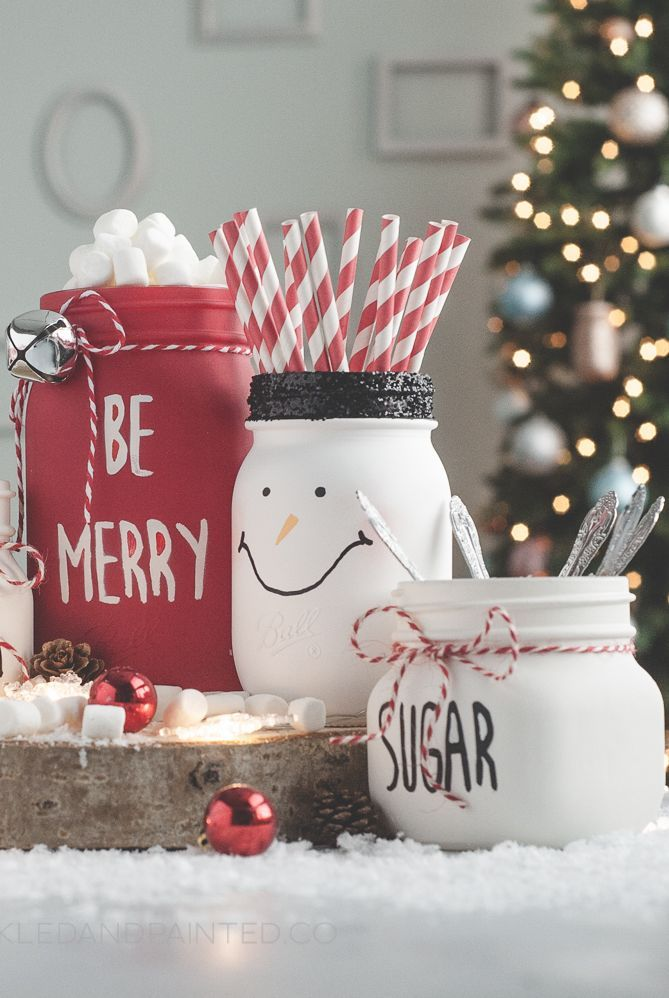 """""""Capture"""" Christmas in a Jar With These Cute, Festive Mason Jar Crafts"""