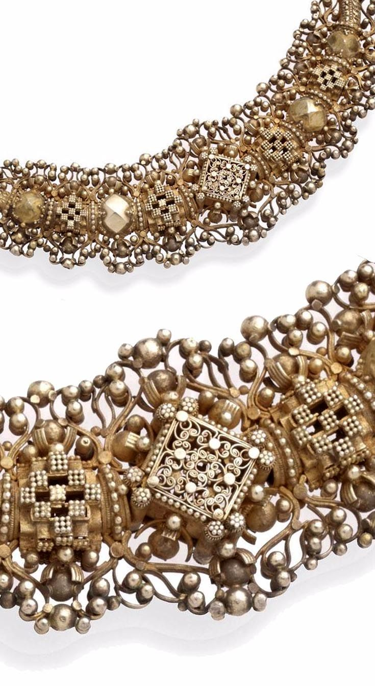 Sri Lanka (Ceylon) | Detail from a Sinhalese collar necklace; gilt on mesh-link back chain | ca. late 19th to early 20th century
