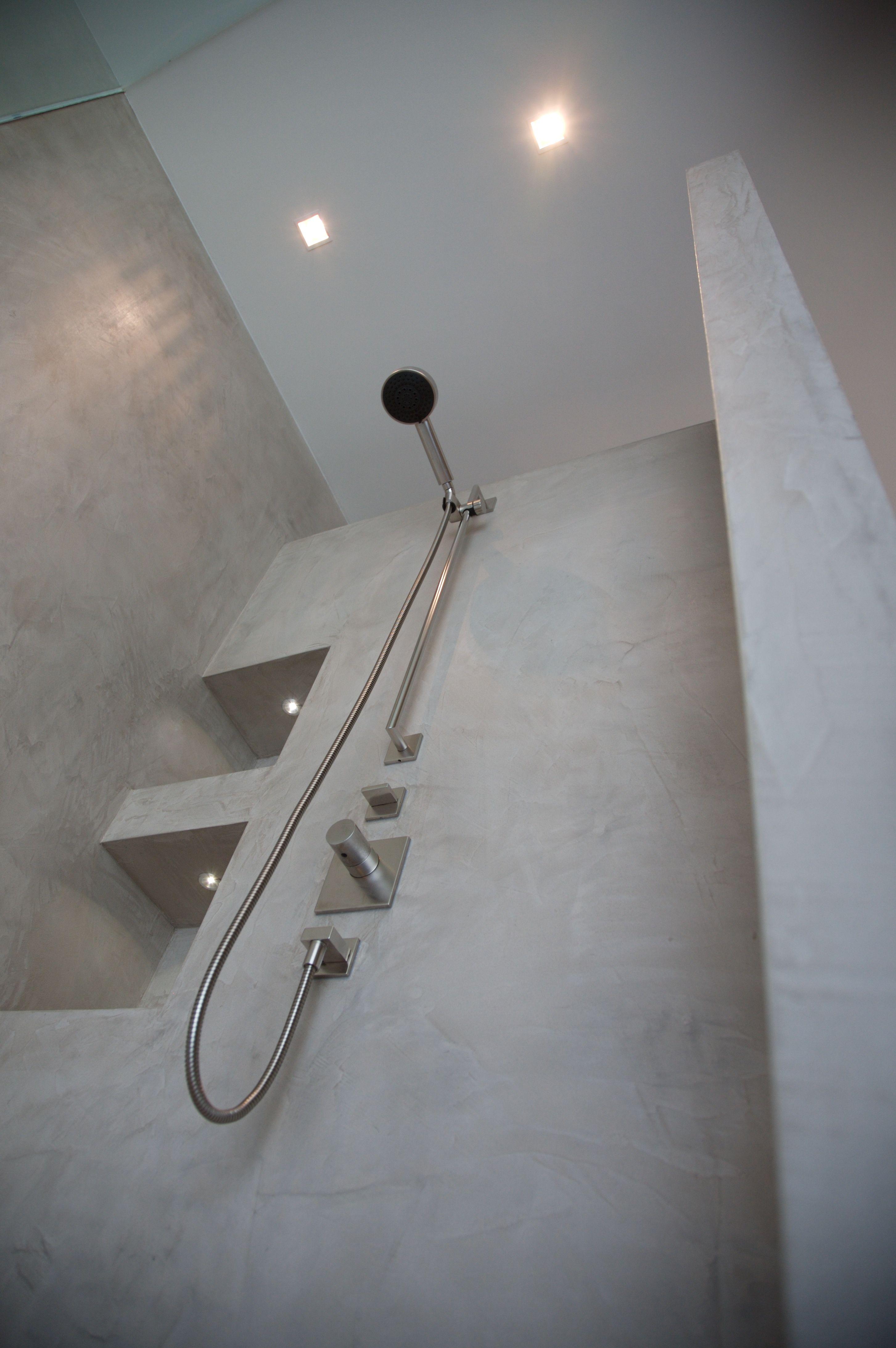 Onze gehele badkamer wordt voorzien van beton cire geen tegel kan tippen aan deze uitstraling - Deco douche tegel ...