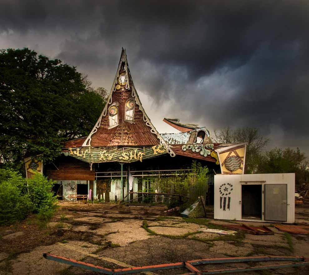 These Photos Of Abandoned Amusement Parks Will Totally