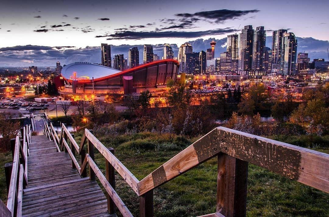 Pour Ceux Qui Preferent L Action De La Ville Au Calme De La Campagne Calgary En Alberta A Beaucoup A Offrir Infinimentcana Instagram Voyage Instagram Posts