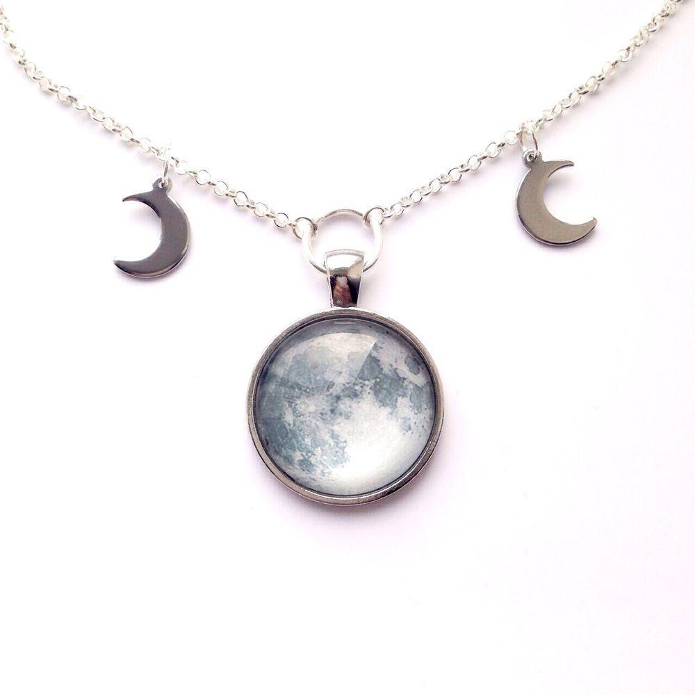 Triple moon chain choker