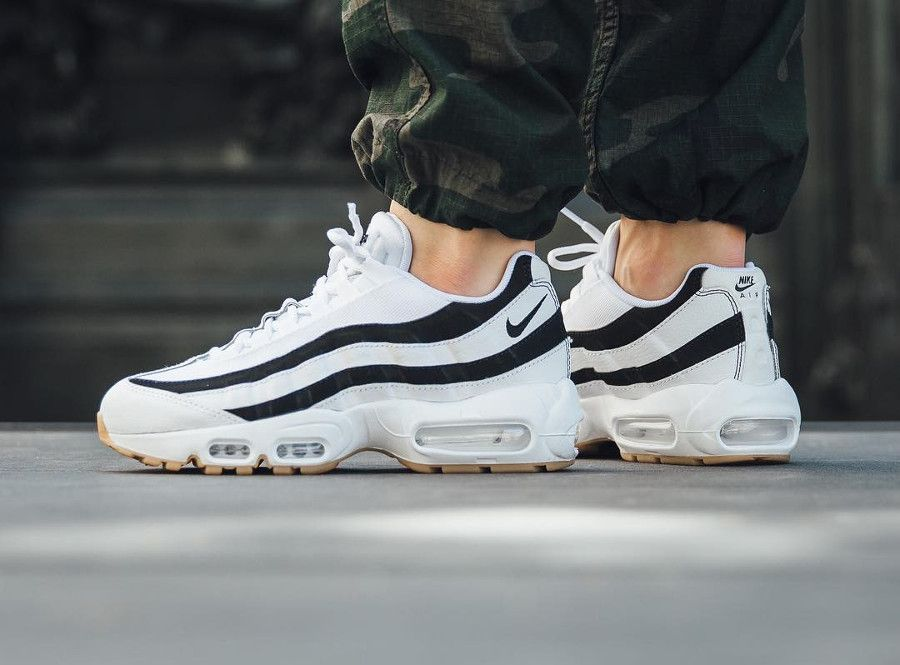 low cost d962c d97fa nike-wmns-air-max-95-juventus-white-black-gum-on-feet (2)