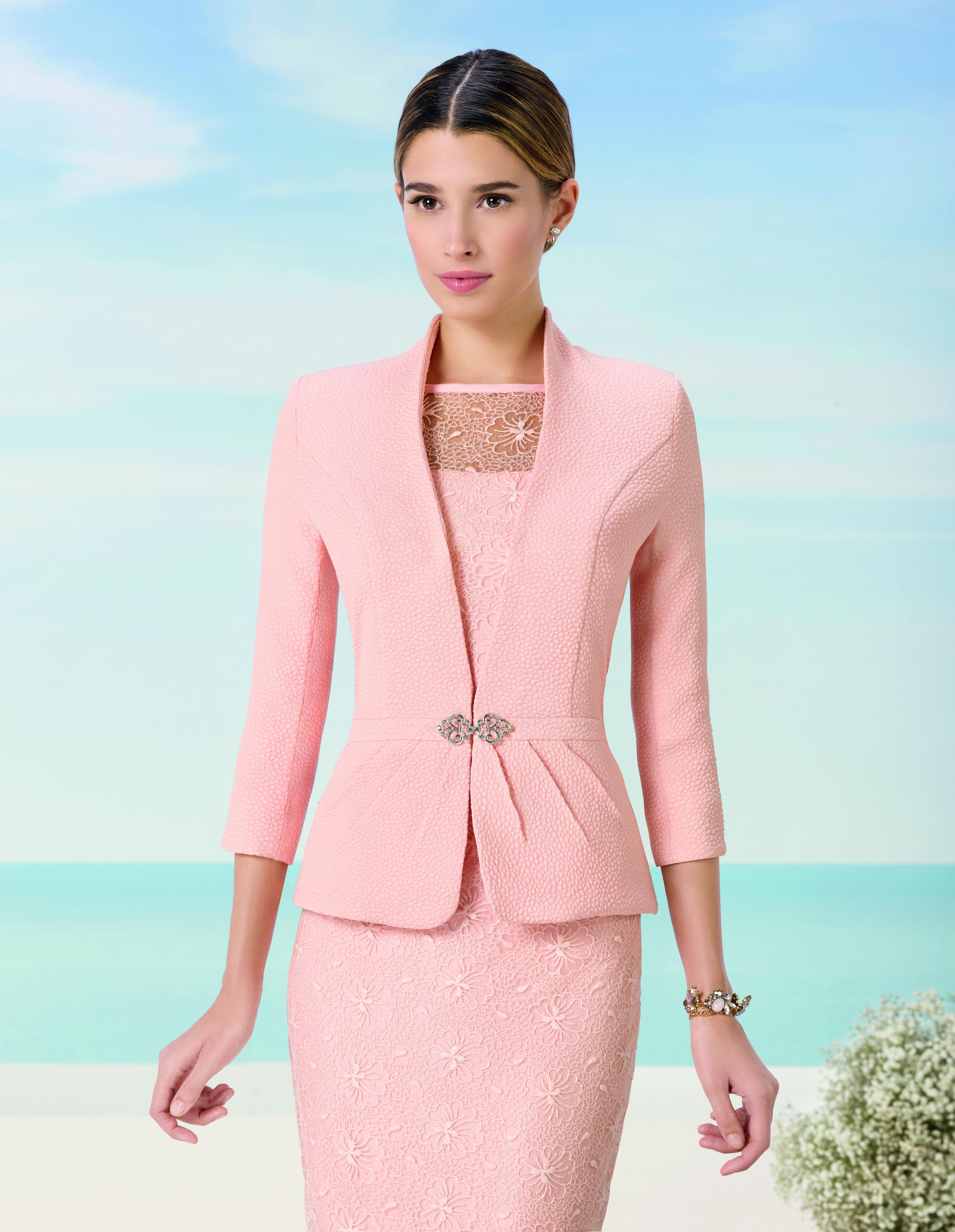 9J2H5. Vestido de madrina en rosa, en tejido brocado, encaje y ...