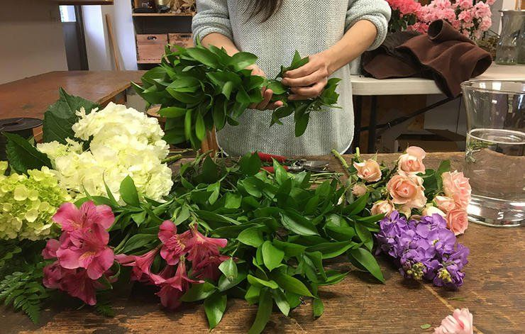 7 Tricks Professional Florists Use To Keep Cut Flowers Alive For Weeks