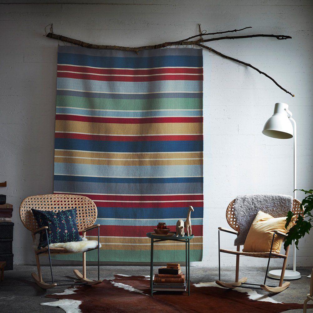tissage tenture ethnique couleurs naturelles d coration murale avec fauteuil en cannage en bois. Black Bedroom Furniture Sets. Home Design Ideas
