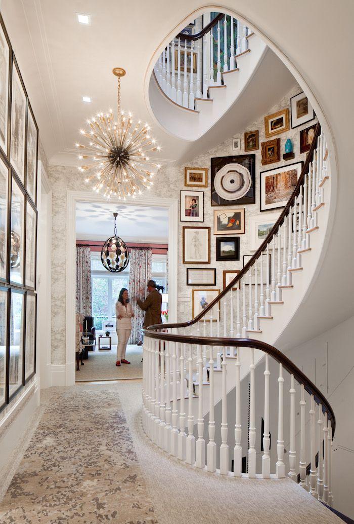 стена возле лестницы идеи фото очень приятное, гостеприимное