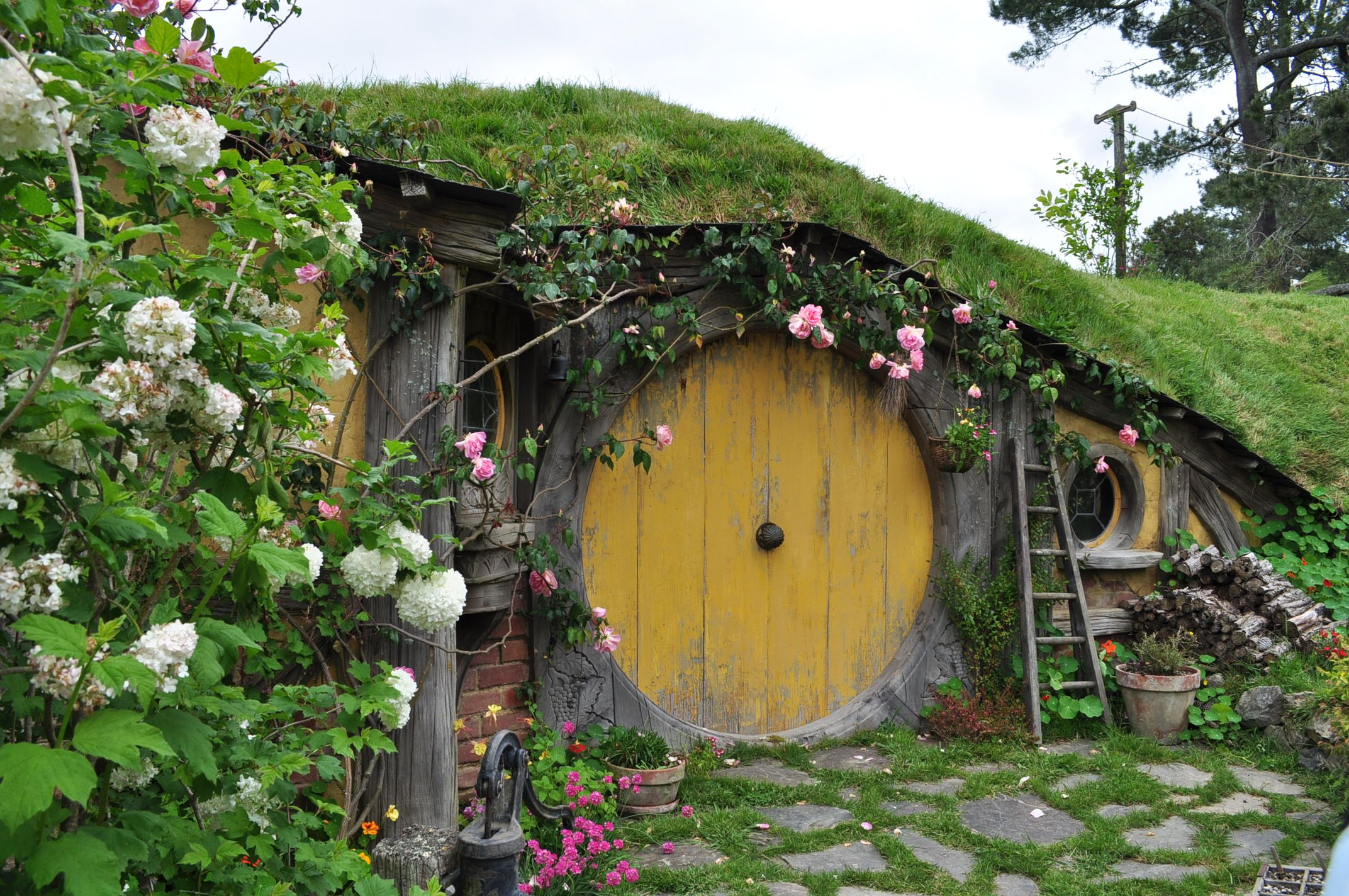 how to build a hobbit hole house