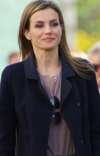 8cd08b3dcfbb4 Doña Letizia wearing the lavender Hugo Boss  Banora  silk blouse on the  final day