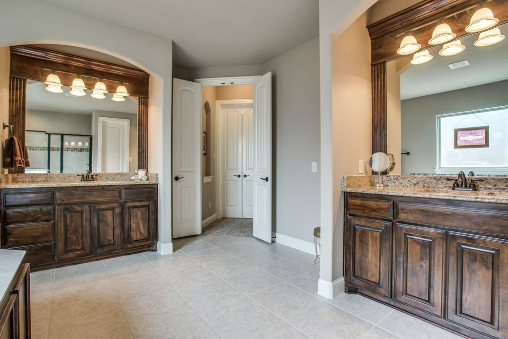 337 Landview Dr Burleson Tx 76028 Mls 13681762 Zillow Bathroom Remodel Idea Bathrooms Remodel Home