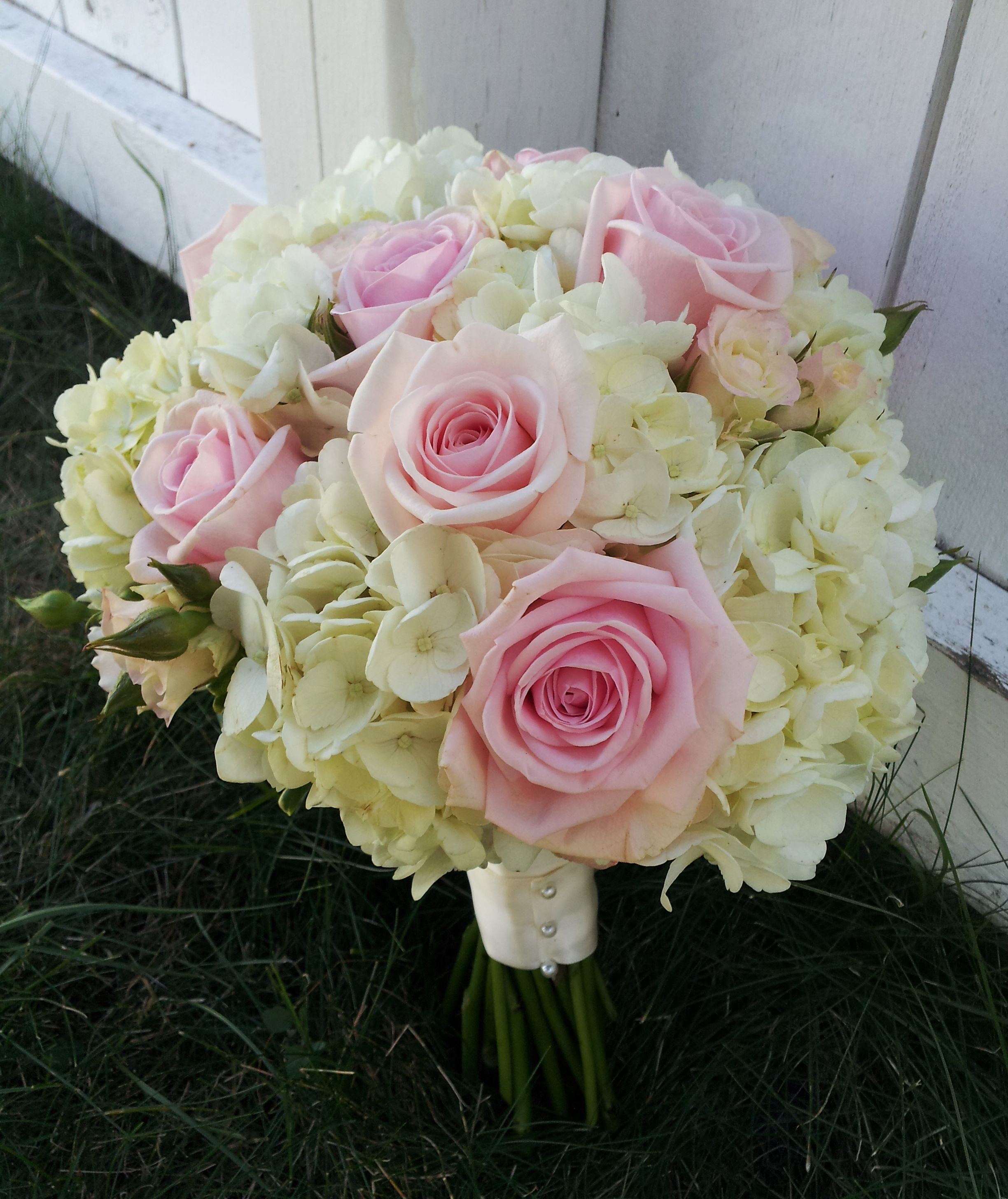 wedding bouquets hydrangea and roseswhite hydrangea with soft pink