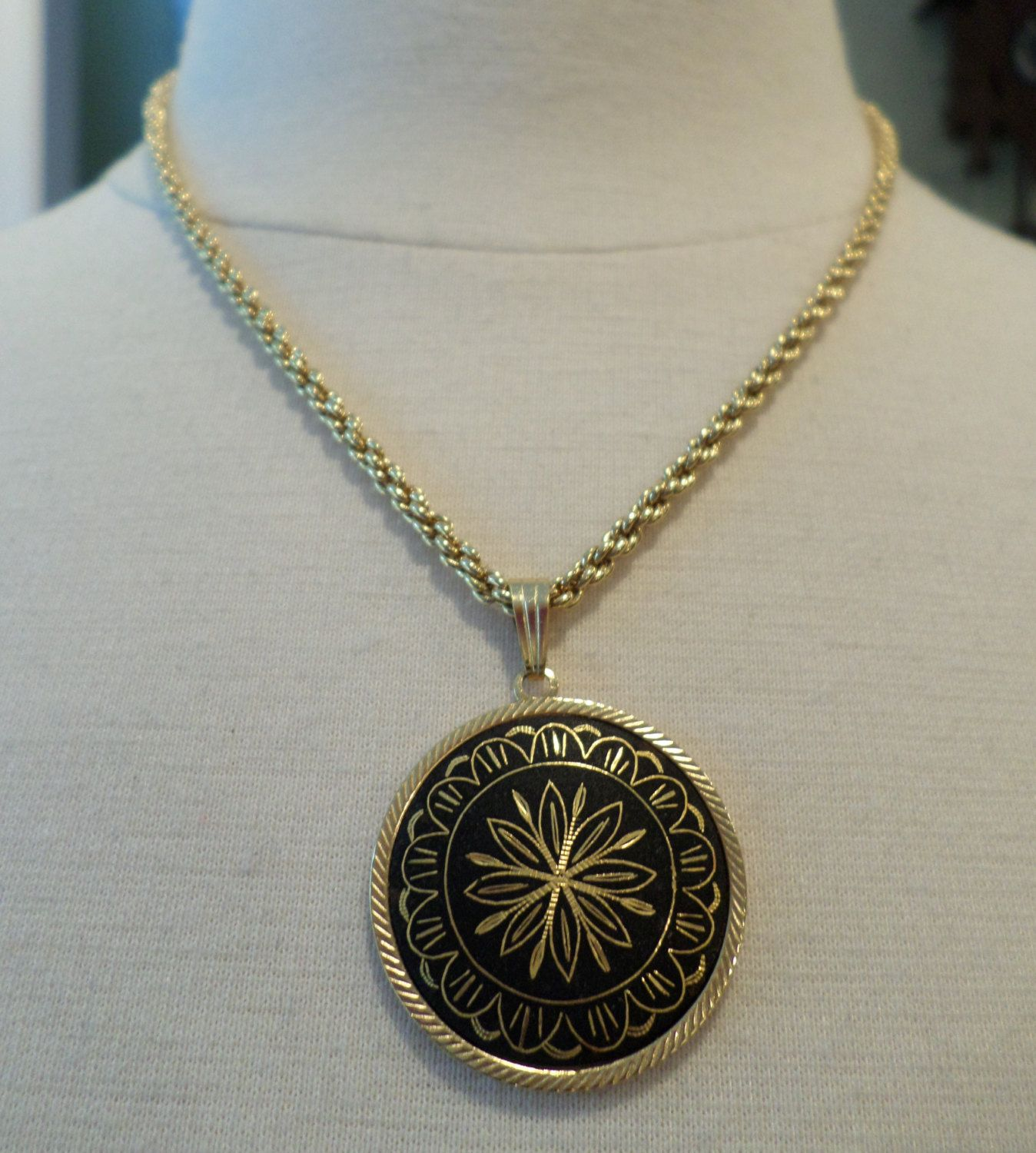 Vintage gold tone rope chain with slide damascene pendant by