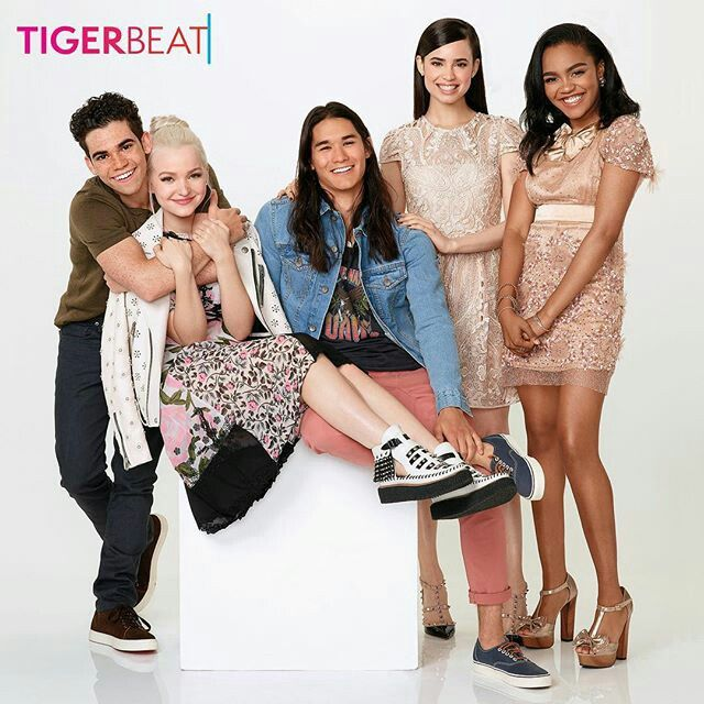 Cameron Boycedove Cameron Booboo Stewart Sofia Carson China Anne Mcclain For Tigerbeat