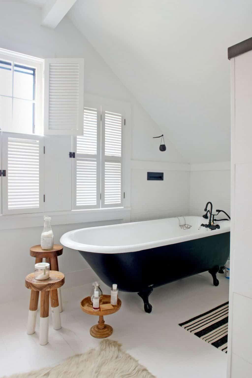 Bathroom Clawfoot Tubs Lend An Antique Appearance Black Clawfoot
