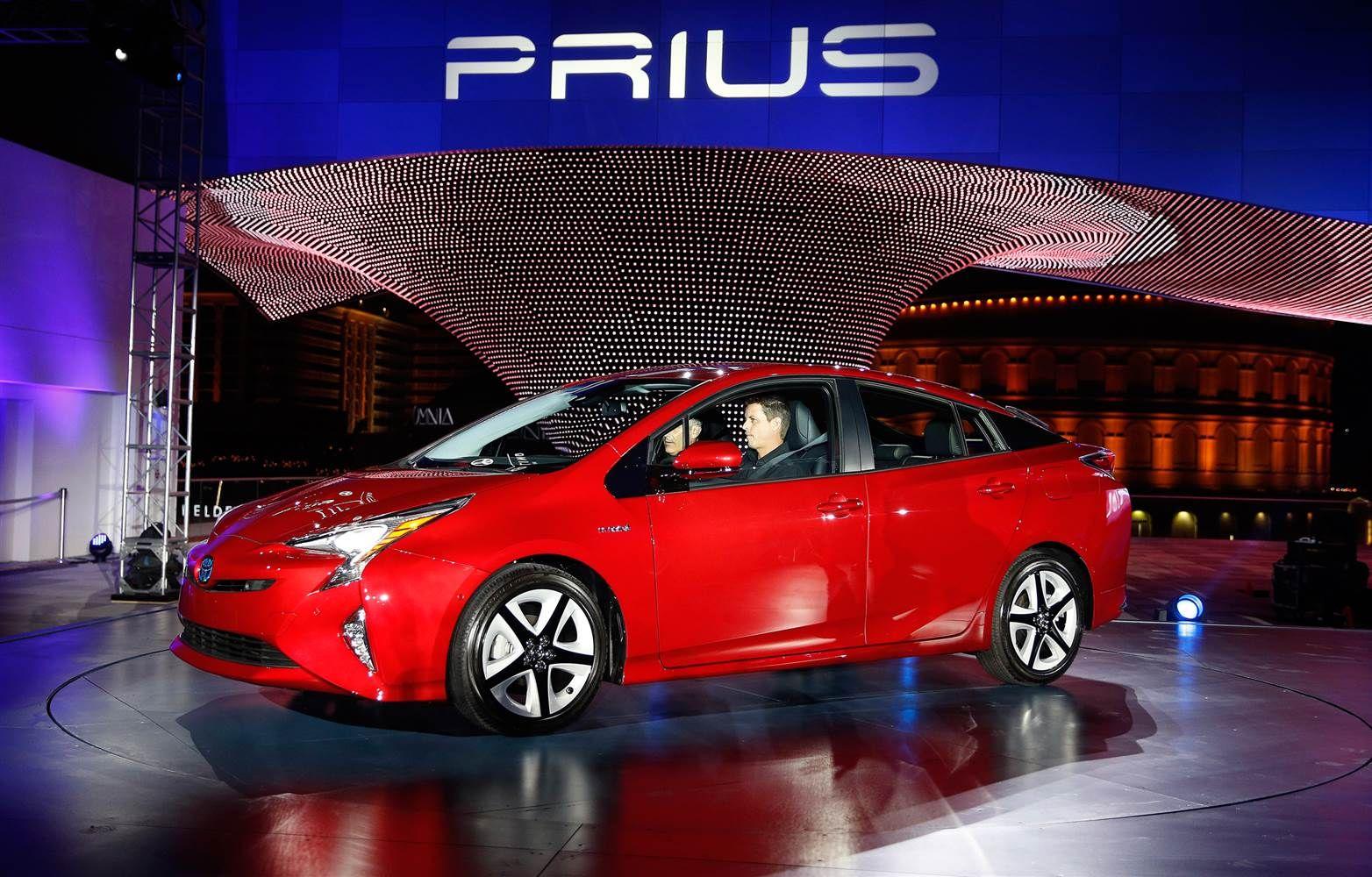 Toyota prius generasi ke 4 kini tampil lebih mengagumkan http bintangotomotif