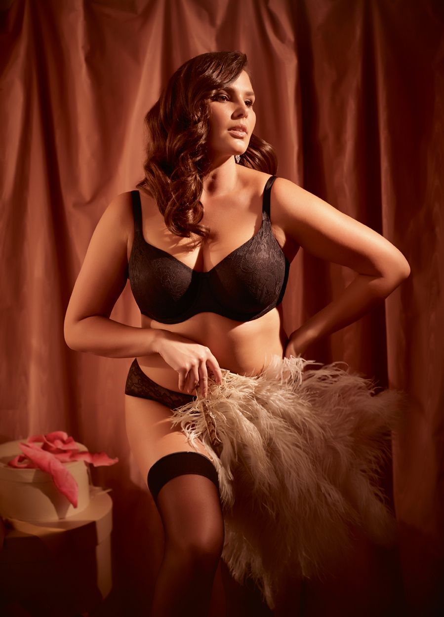 cbec386112e43 Pure Lace moulded non-padded T-shirt bra in black