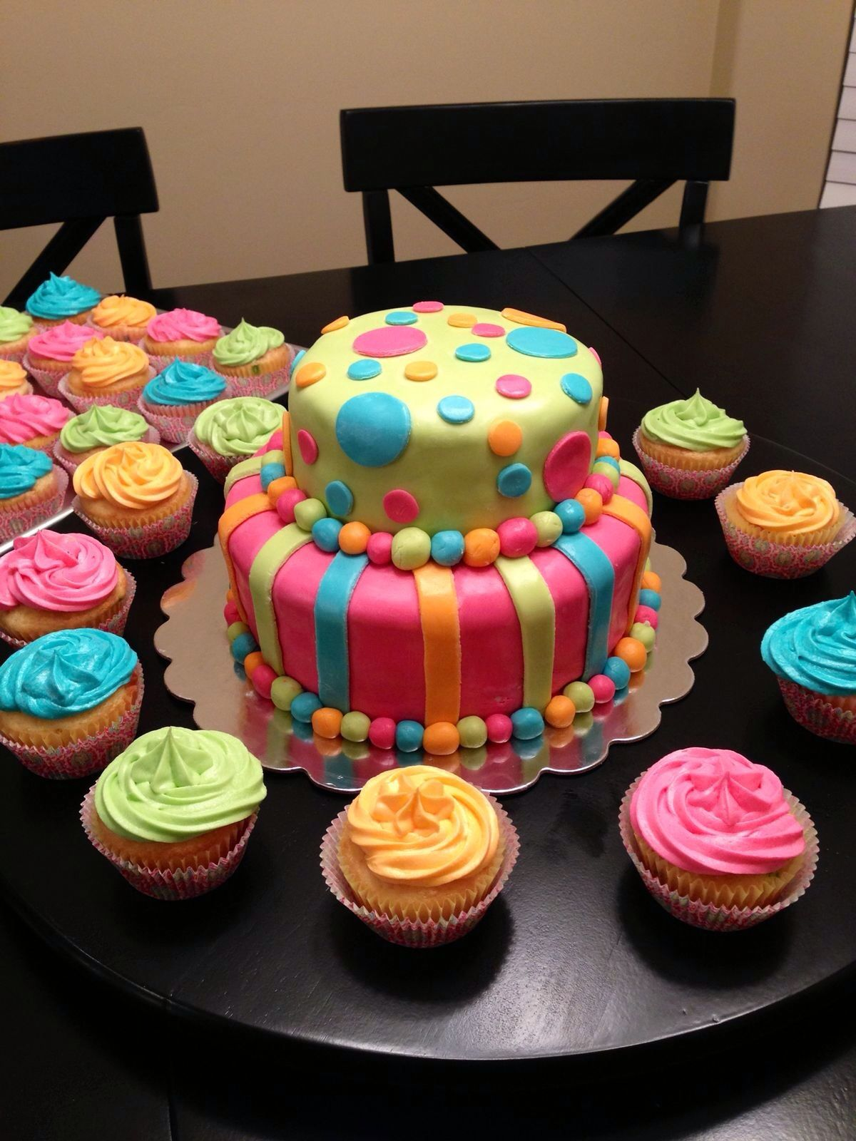 Yummy cake with matching cupcakes