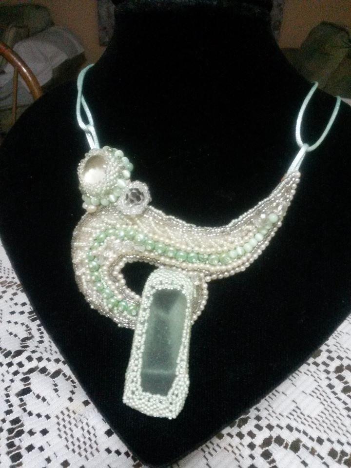 collar con crsital de mar y cristal cortado por Monica Galvan para Sareni Handmade