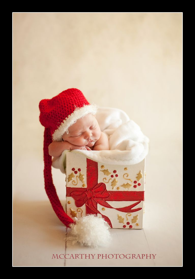 High Quality Newborn With Santa Hat Inside A Gift Box. I Love This Idea For A Christmas  Newborn Baby