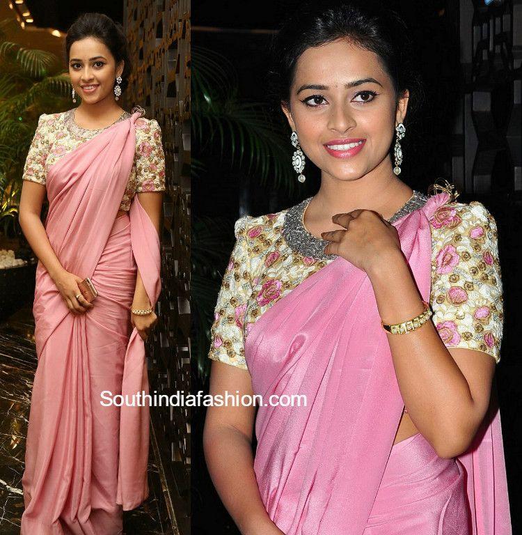 5389f01b604665 sridivya plain saree designer blouse rayudu audio function 586x600 photo