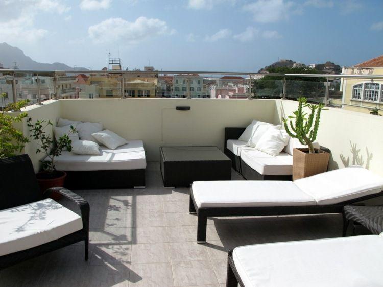 Terrassen-Ideen mit moderner Einrichtung in schwarz-weiß und mit ...