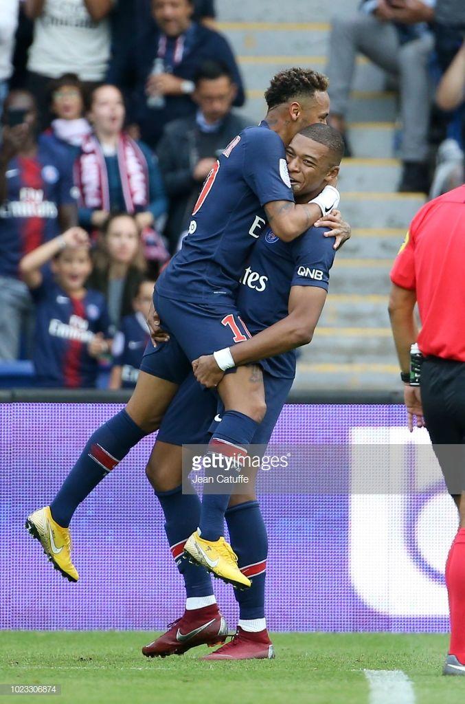 Neymar Jr of PSG celebrates his goal with Kylian Mbappe