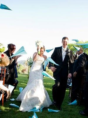 Paper airplanes - wouldn't this be awesome for an air force wedding??!!  Haha AMANDA!!!