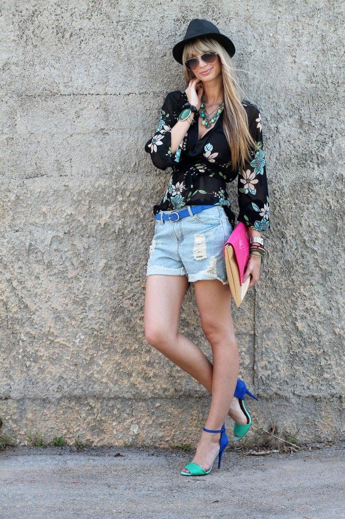 Shirt: Mango  Shorts: c/o Oasap  Belt: Levis  Shoes and hat: Zara  Bag: Cleopatra  Sunnies: Ray Ban
