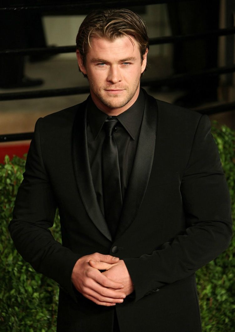 schwarzer anzug schwarzes hemd chris hemsworth #mode #fashion #style ...