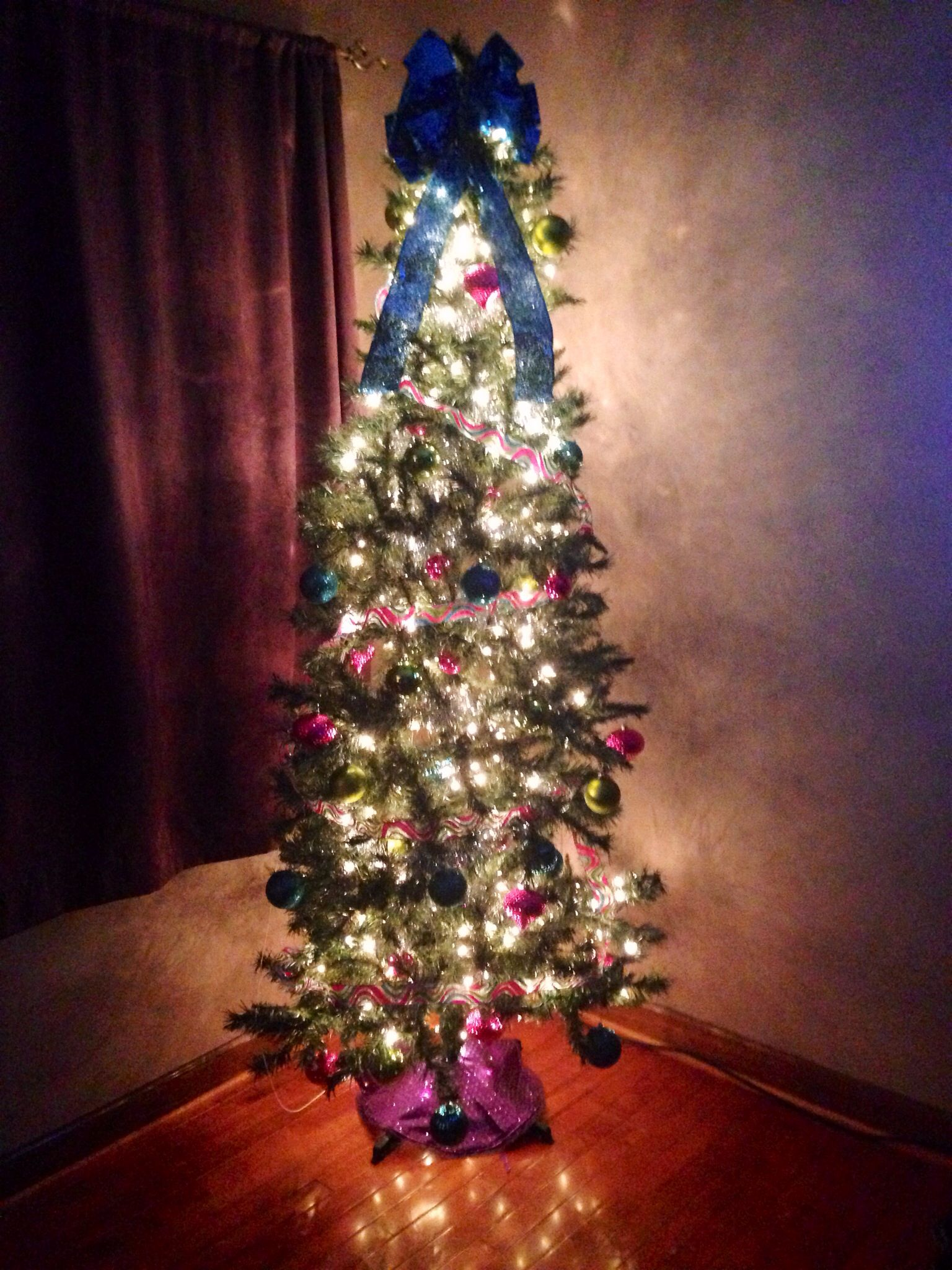 Best Christmas Tree In Master Bedroom Holiday Decor 400 x 300
