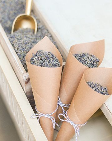 7 natural alternatives to wedding confetti #wedding