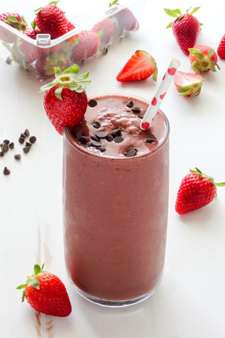Chocolate Covered Strawberry Smoothie #chocolatestrawberrysmoothie