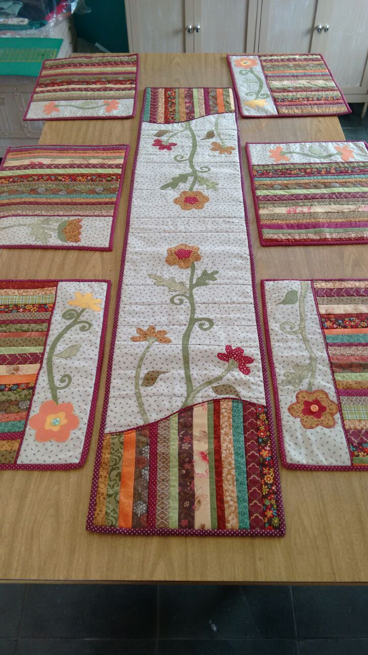 Pretty table runner and placemats   An Itch to Stitch   Pinterest ...