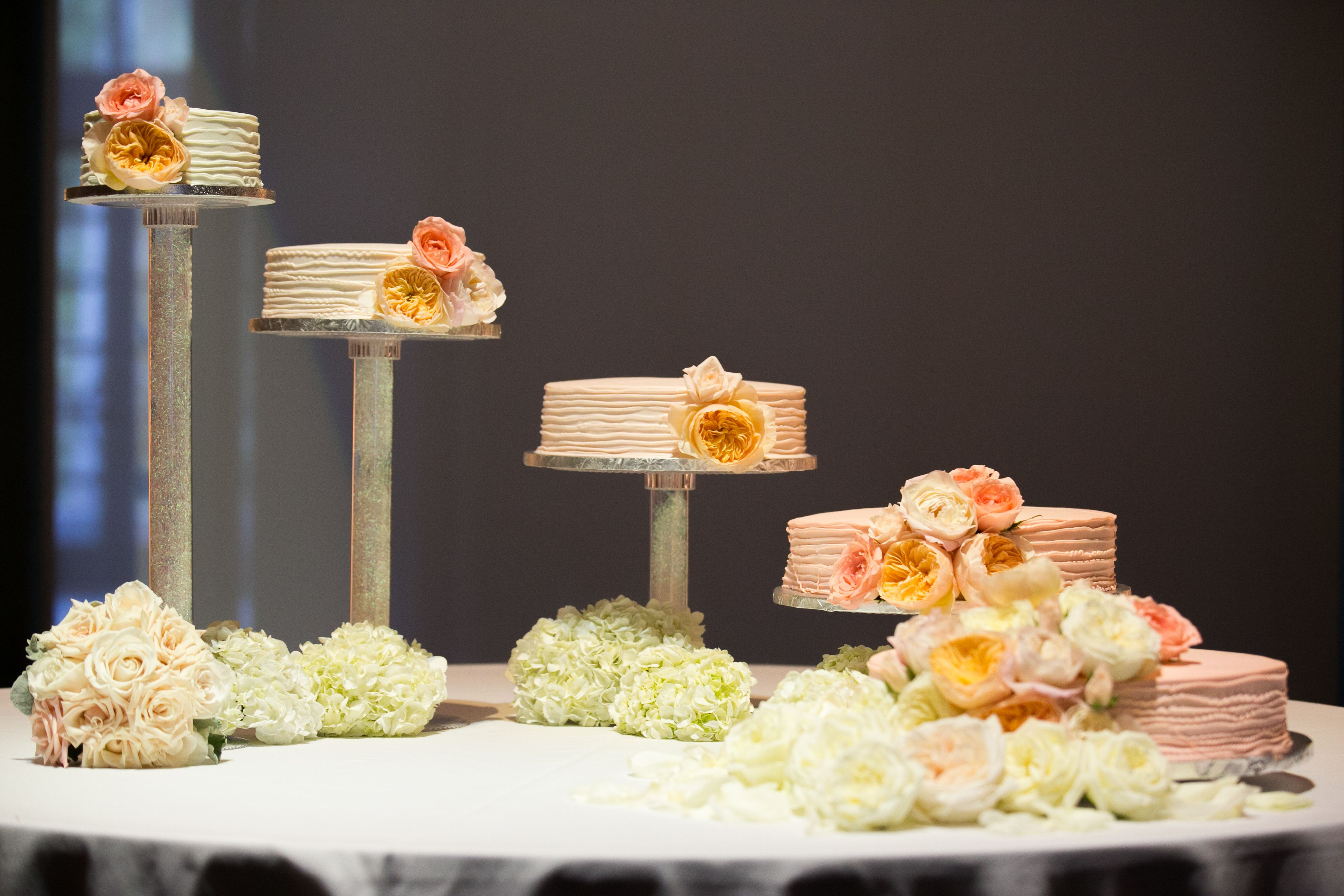 Beautiful 5level wedding cakes. Gradation of colors from