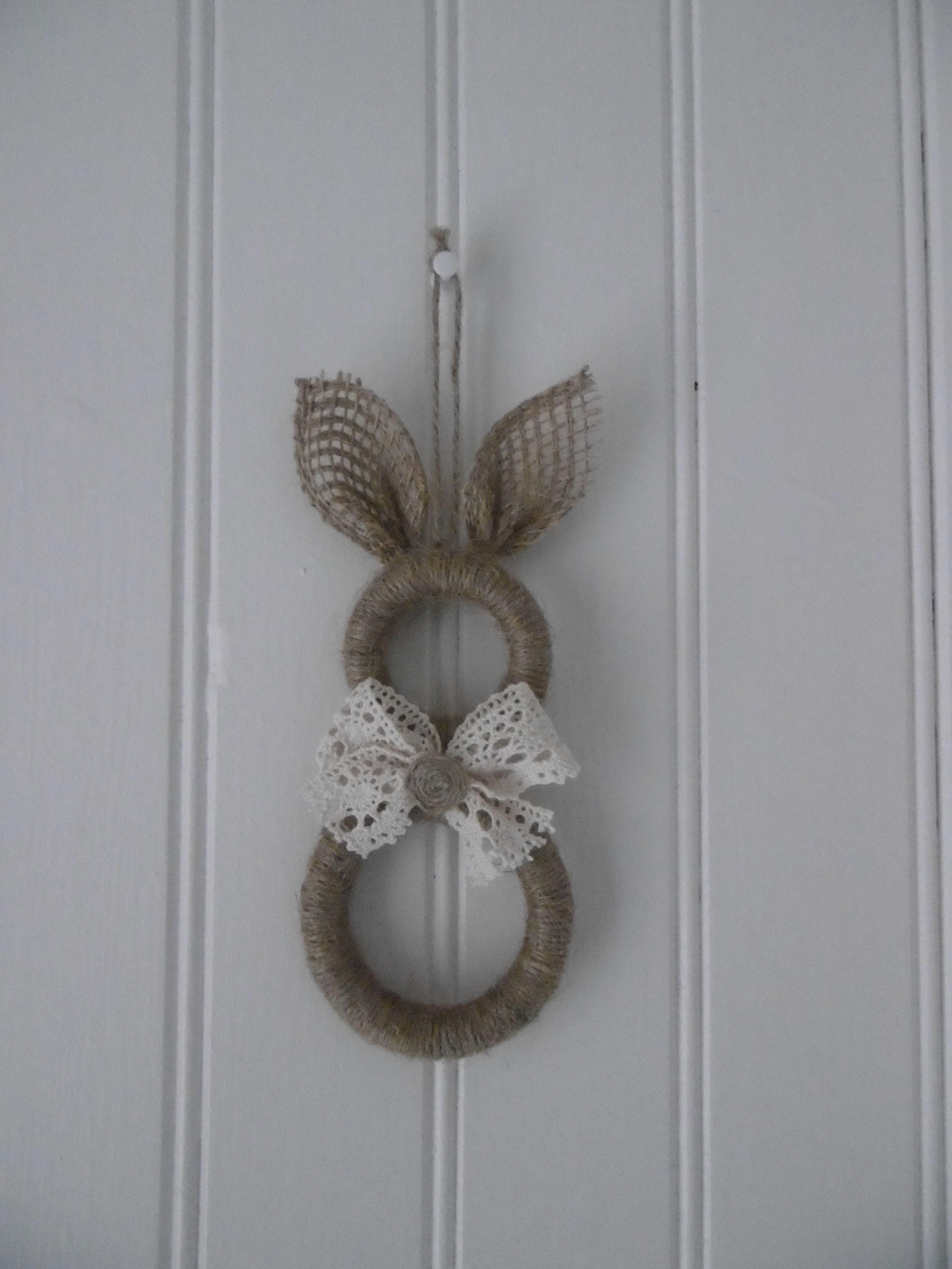 un lapin avec des anneaux de rideaux en bois pinteres. Black Bedroom Furniture Sets. Home Design Ideas