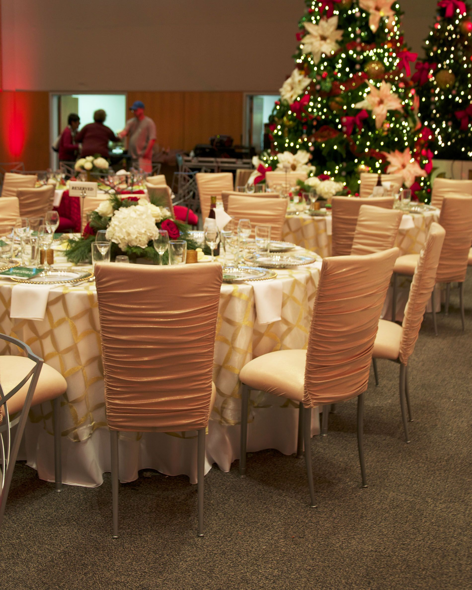 Gold and white tablescape against classic Christmas trees ~ #party #decor #eventuresinc