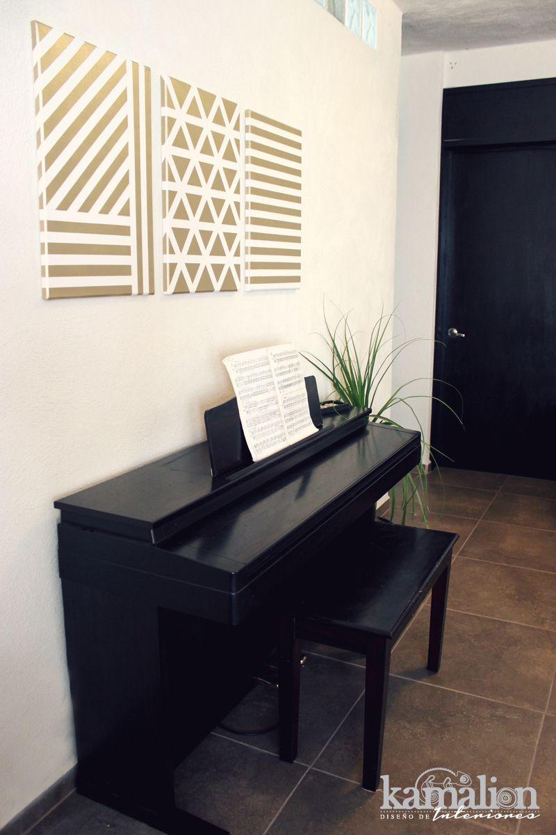 www.kamalion.com.mx - Decoración / Diseño de Interiores / / Sala / Interior design / Wall decor / Livingroom / Iluminación / Cojines / Marcos / Frames / Pink / Brown / Black / Menta / Piano / Gold.