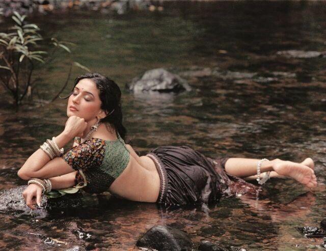 Hot Looking Madhuri While Bathing  Madhuri Dixit -8714