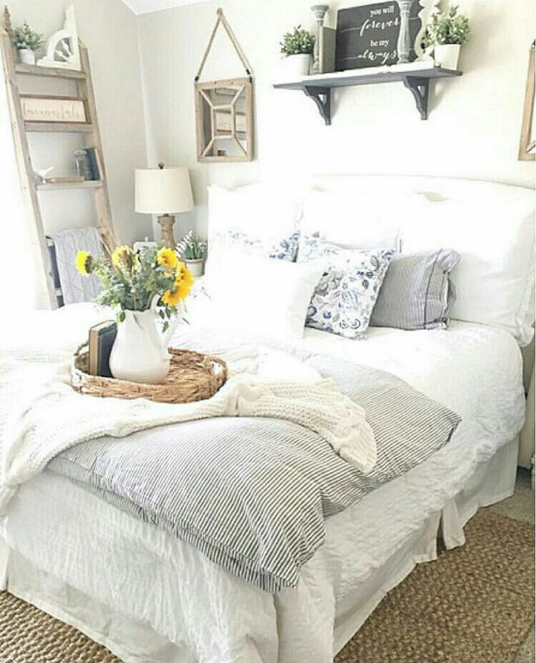 Cool 57 cozy farmhouse guest bedroom design ideas to make for Farmhouse guest bedroom