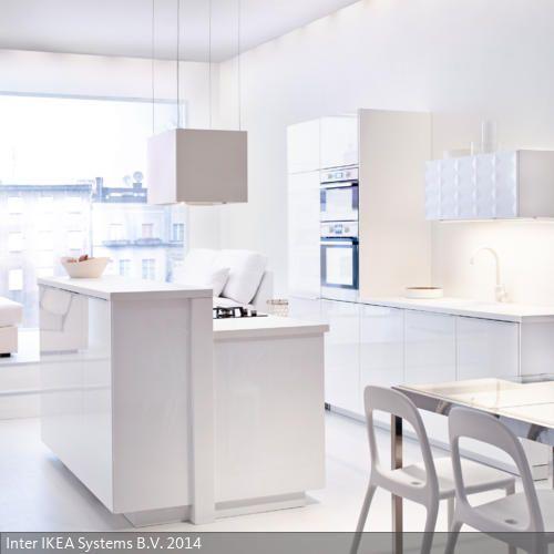 Küche in strahlendem Weiß Strahlen, Geschafft und Raum - dunstabzugshaube kleine küche